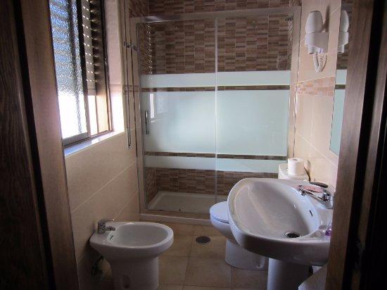 Hotel Andalucia: просторный душ