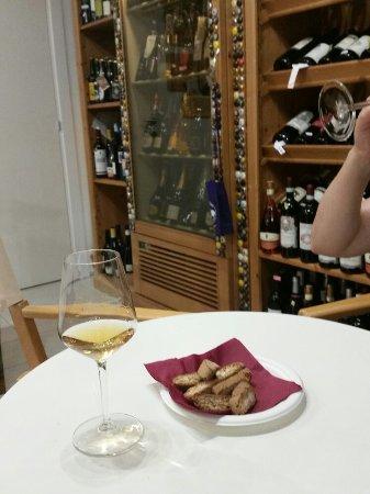 Καόρλε, Ιταλία: Picolit con cantucci gentilmente offerti dalla casa.