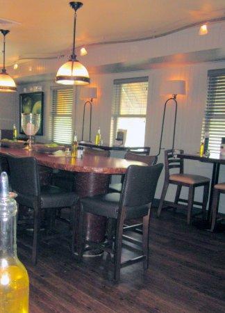 Isaac Newton's Food & Drink: Isaac Newton's - diningroom interior, 1st floor