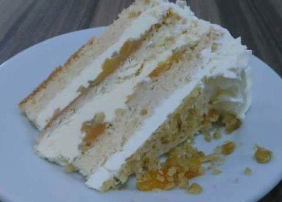 Sorriso: bolo de damasco com nozes