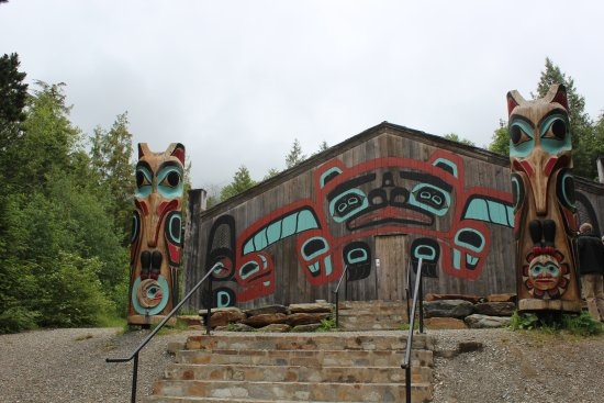 Saxman Native Village : Totems