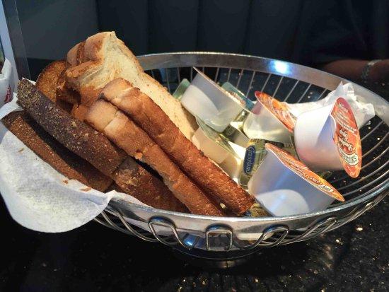 Rio Grande, NJ: Toast Basket