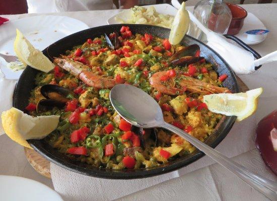 El Pesebre: Mixed Paella - seafood and meat