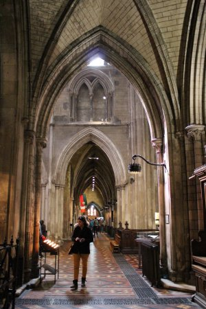 Saint Patrick's Cathedral: arch and walk way