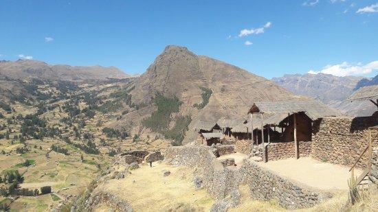 Regio Cuzco, Peru: Ruínas a caminho do alto