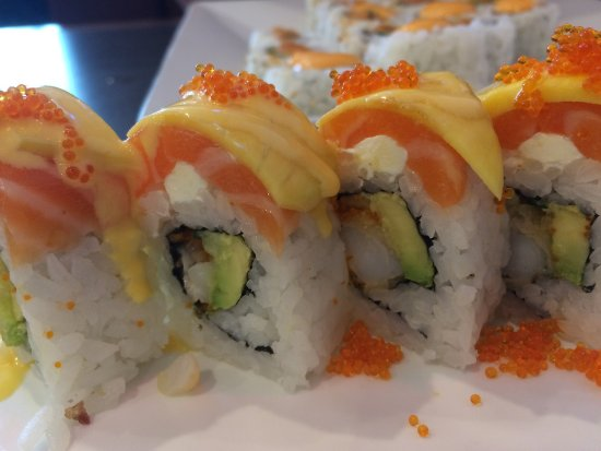 Li-Ao Sushi: Spicy Platter - AND the unforgettable Mango Salmon Roll