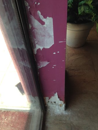 Monroe, Nueva Jersey: Crumbling wall from pool to patio