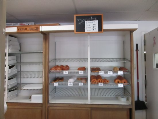 Scottsville, NY: Donuts almost all gone.