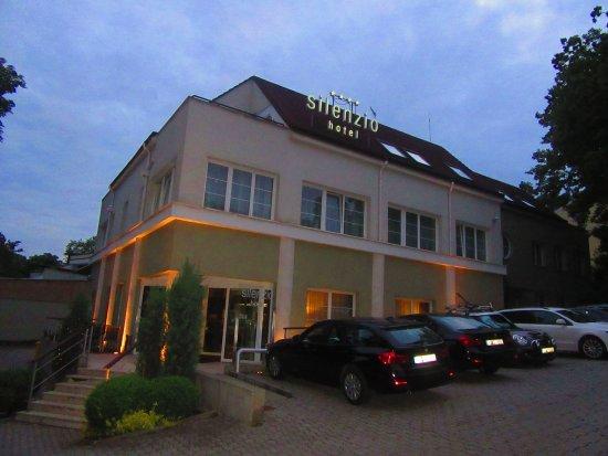 Silenzio Hotel: Ubicado en un lugar muy cómodo, a 10 minutos del metro