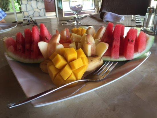 إسكايا بيتش ريزورت آند سبا: Fruit platter for one, anyone....