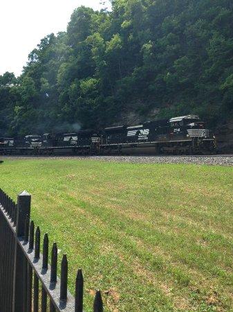 Altoona, PA: Incoming train!