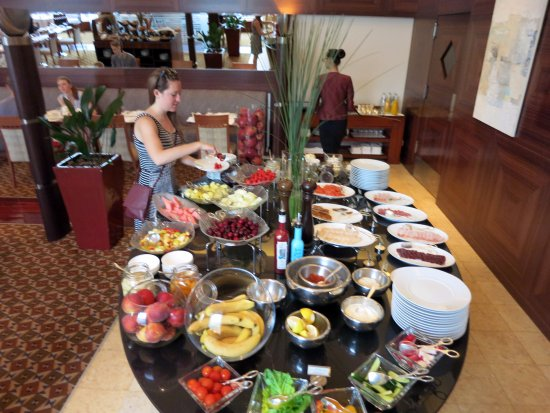Table 1 3 hotel breakfast buffet picture of ararat for Table moscow
