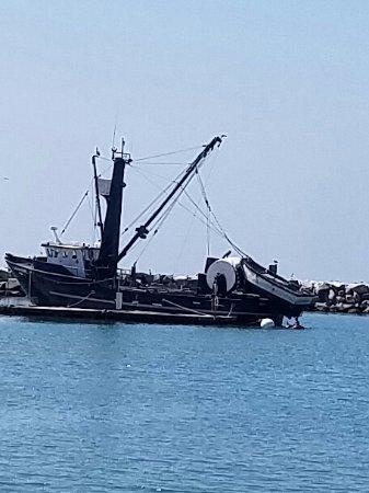 Dana Point, Kalifornien: A fishing boat, anchored in the marina