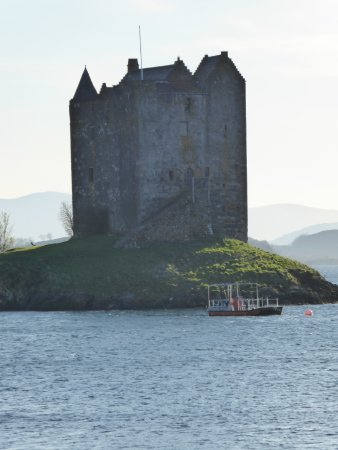 Appin, UK: Not the sunset view of Castle Stalker I expected