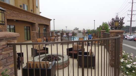 Norco, CA: Firepit and pool area