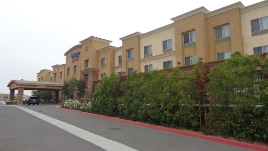 Norco, CA: Wide view of hotel