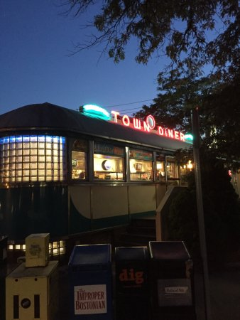 Deluxe Town Diner: Night exterior