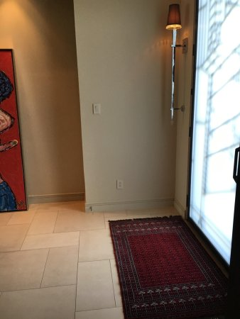 Charmant Mughal Carpet: Dark Red Rug At Front Door Of Modern Home.