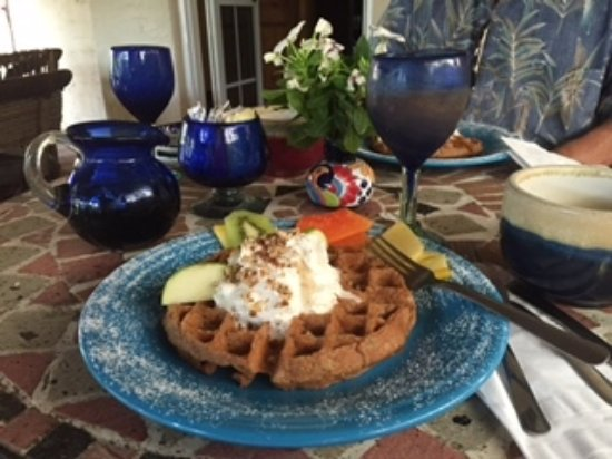 The Bungalows Hotel: One of several delicious breakfasts
