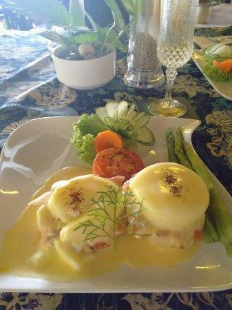 Kuala Teriang, Malásia: Eggs Benedict with smoked salmon.