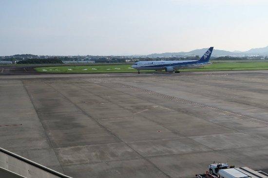 Nankoku, Japonia: 着陸後にスポットに向かう飛行機
