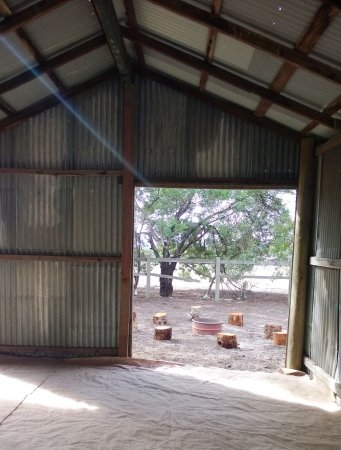 Pomonal, Australien: Old stable and fire pit
