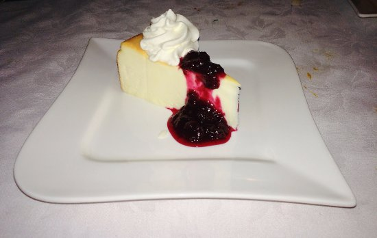 Sugar Hill Inn Dining Room: Delicious partridgeberry cheesecake