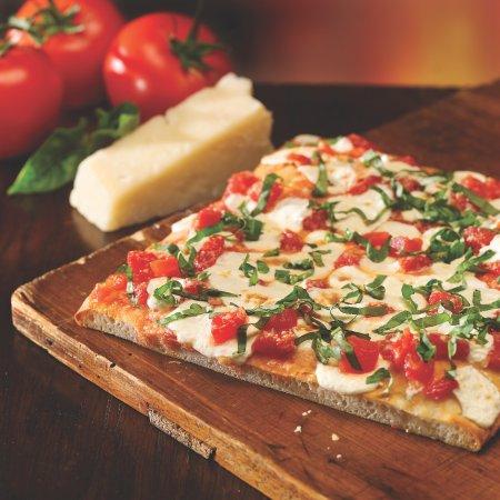 Cosi Multiplaza Escazu Margherita Flatbread Pizza Hecha Con Chifonade De Albahaca