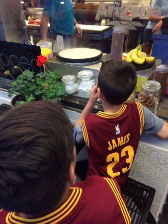 Opa Gyros and Crepes: Watching Nutella & fresh strawberry crepes get made. #yum #allin