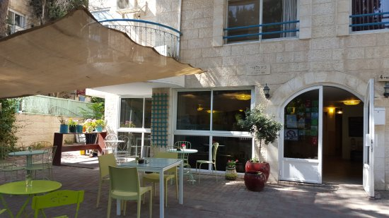 Eden Jerusalem Hotel: The view from the front of the hotel