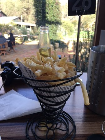 Gidgegannup, Australien: parmesan and truffle chips (could not see or taste the truffle though, only the parmesan )