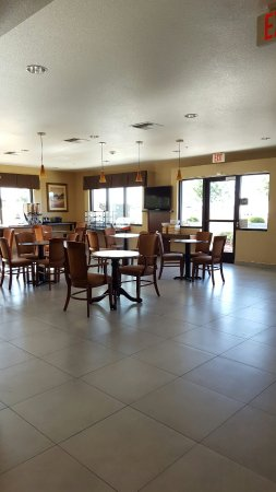 Dixon, CA: Dining and lobby
