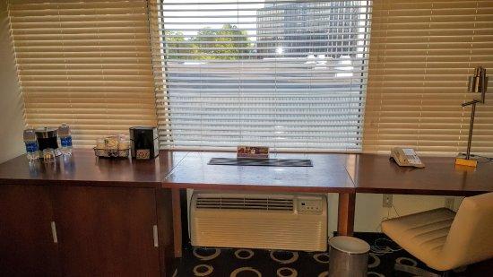 Morristown, NJ: Work Desk