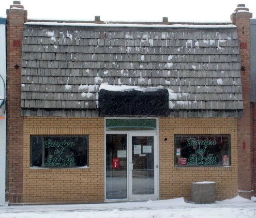 Cut Bank, MT: Front view in wintertime