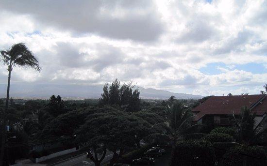 Kauhale Makai, Village by the Sea: Looking toward Haleakalä around 15:35 in the afternoon