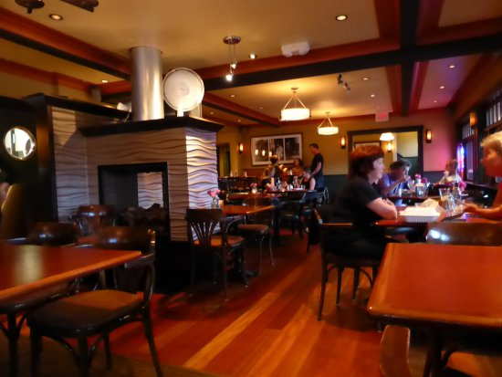 Salt Spring Inn Restaurant: Took a quick shot after much of the crowd had departed.