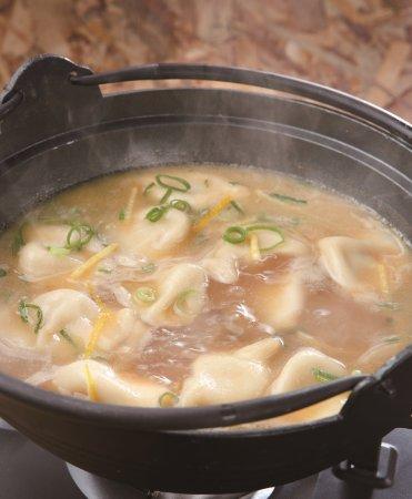 Naka, Japan: 炊餃子