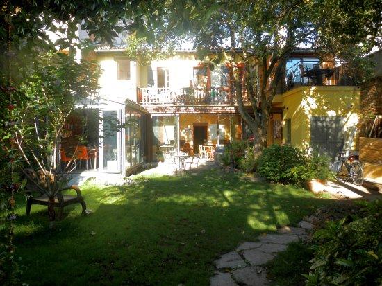 Maison d'hotes Anjali : Petit jardin au centre de Toulouse