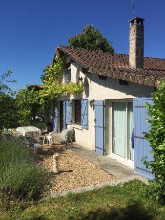 Dordogne, Γαλλία: Perfect for morning coffee