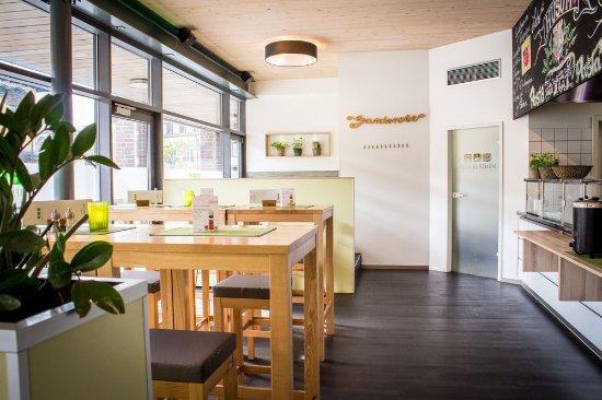 Alex Kitchen: Gastraum vor der Frontcooking Küche