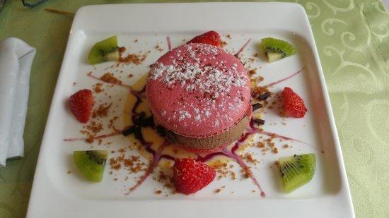 Nueil sur Layon, Francia: Le macaron : le regarder est un bonheur pour les yeux. Le manger, est un bonheur gourmand !
