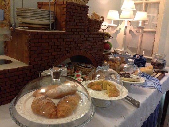 Mondo Antico Bed & Breakfast: Buffet Breakfast  - selection of cakes/cereals/fruit/toast/bread/jam/coffees/teas/yoghurts/etc!