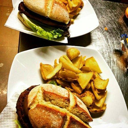 Camerino, อิตาลี: hamburger