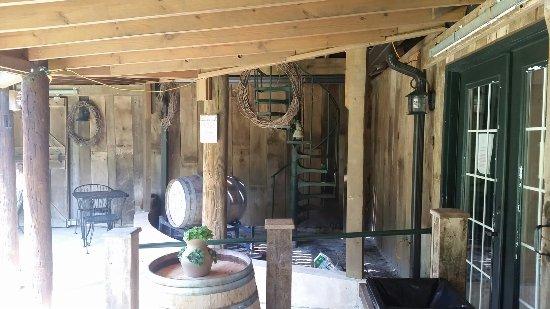 Leesburg, VA: Dry Mill Vineyard & Winery
