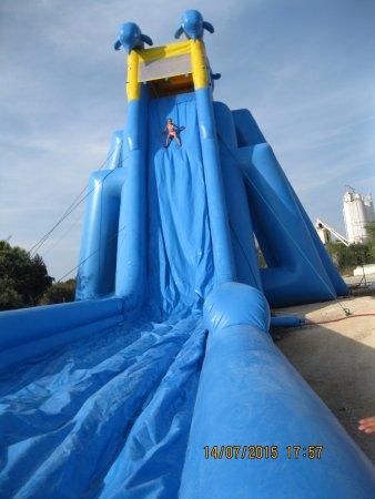Marguerittes, France : le grand splash a oupa