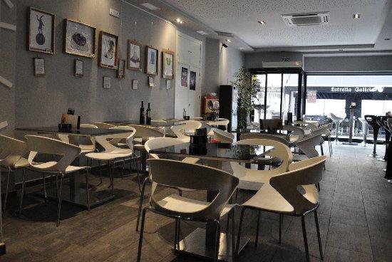 Cafeter a lua mesas fotograf a de cafeter a lua albacete for Mesas de cafeteria