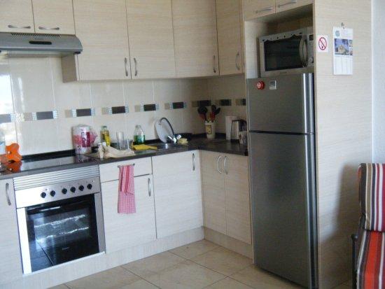 Los Geranios : kitchen in one-bed apt. Excellent facilities,