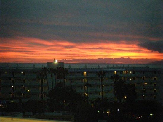 Los Geranios : Sunset from balcony.