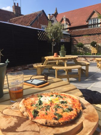 Curry Rivel, UK: This was the time I stopped for Pizza in the Sun...