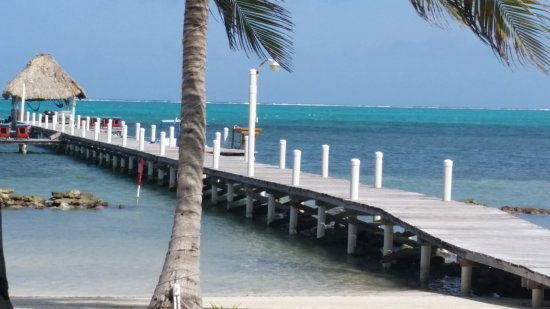 Pelican Reef Villas Resort: Beautiful beach and dock